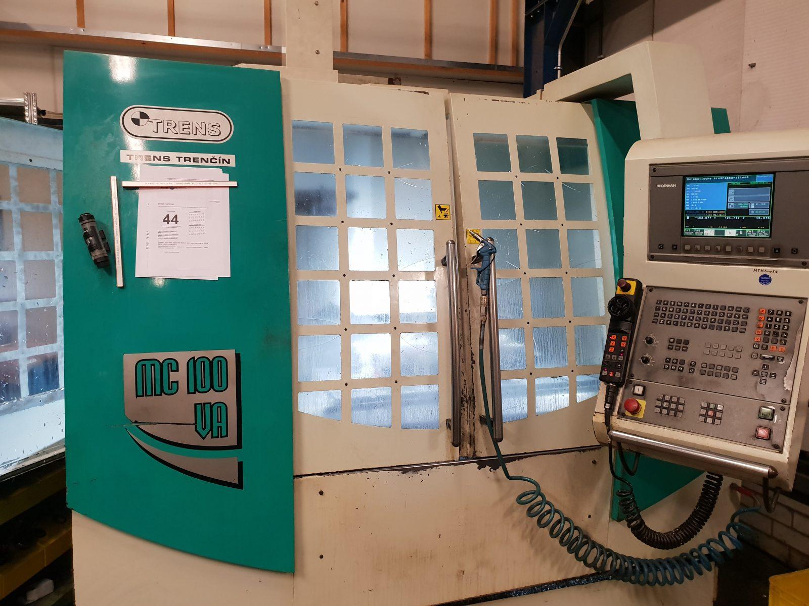 Buitenkant freesmachine met led breedstralers aangesloten op 24V wisselspanning