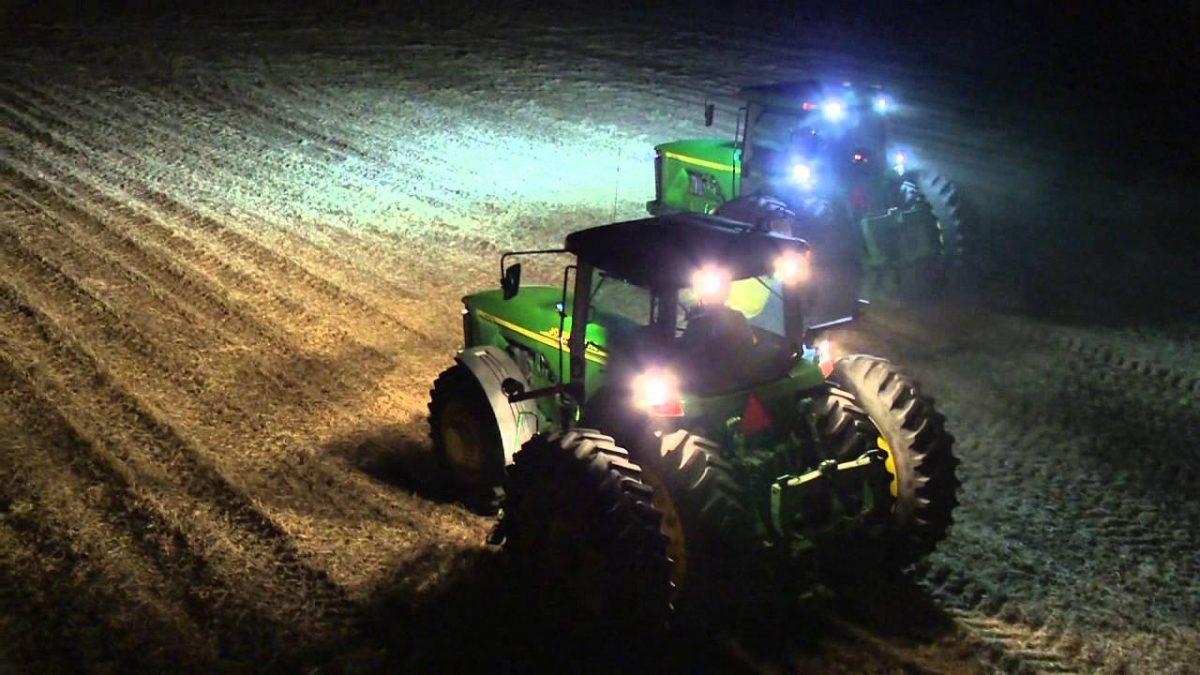 Led werklampen gemonteerd op tractoren