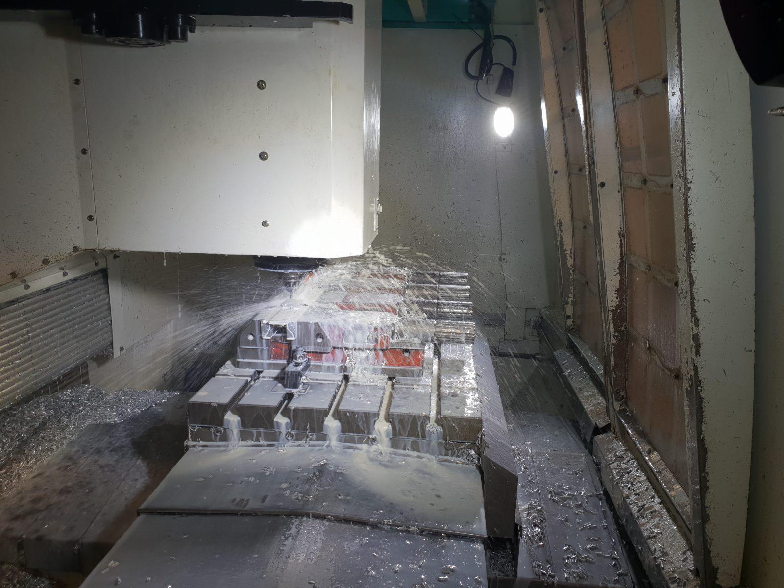 Lichtbeeld Freesmachine met led werklampen op 24V wisselspanning